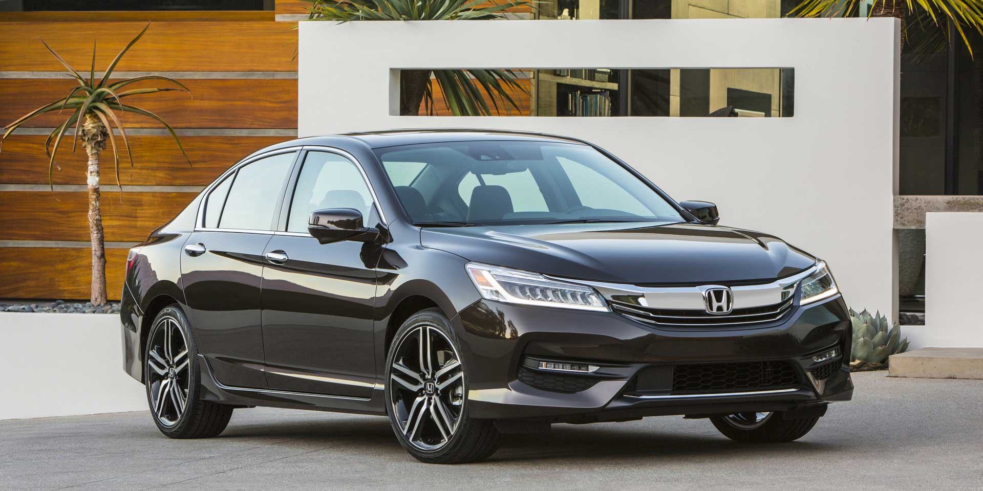 Featured Vehicle   The 2017 Honda Accord